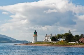 Ardgour_Lighthouse,_Lochaber,_Scotland,_Sept._2010_-_Flickr_-_PhillipC